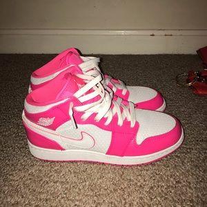 Nike Air Jordan 1 in hot pink